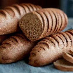 Montagne de pains complets